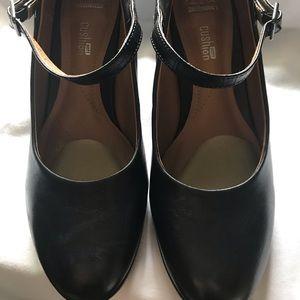Clarks- Black leather pumps